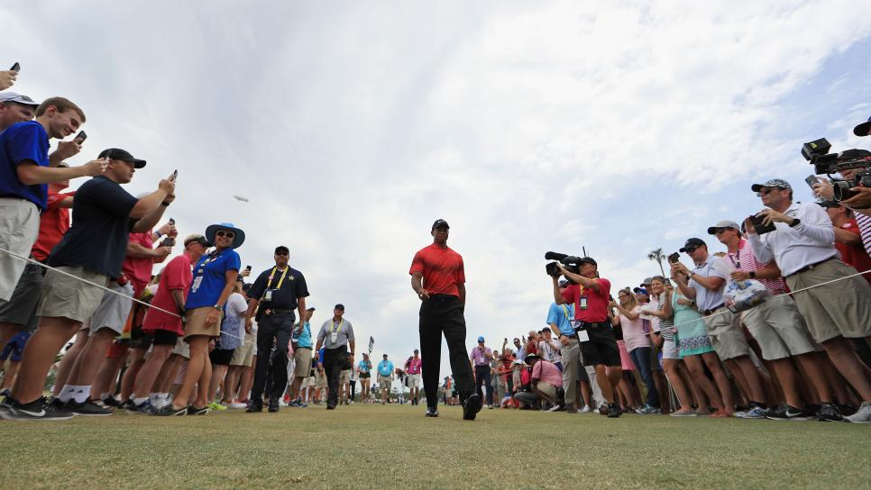 tiger-woods-players-2018-sunday-walking-crowds.jpg