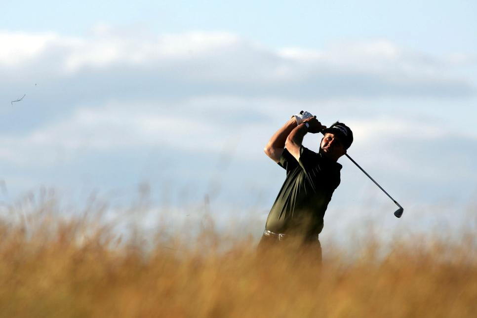 phil-mickelson-2004-us-open-shinnecock-hills-swinging-sunday-16th.jpg
