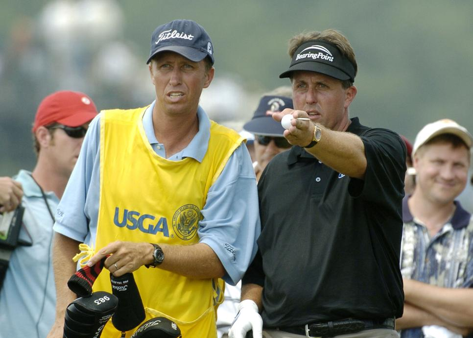 phil-mickelson-jim-mackay-2004-us-open-sunday-deliberating.jpg