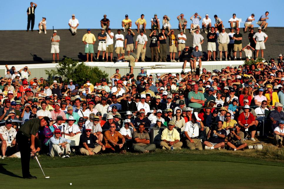 phil-mickelson-2004-us-open-sunday-putt-18th-hole.jpg