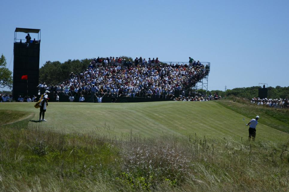 2004-us-open-seventh-green-sunday-chipping-.jpg