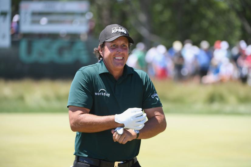 phil-mickelson-us-open-2018-saturday-thumbs-up.jpg