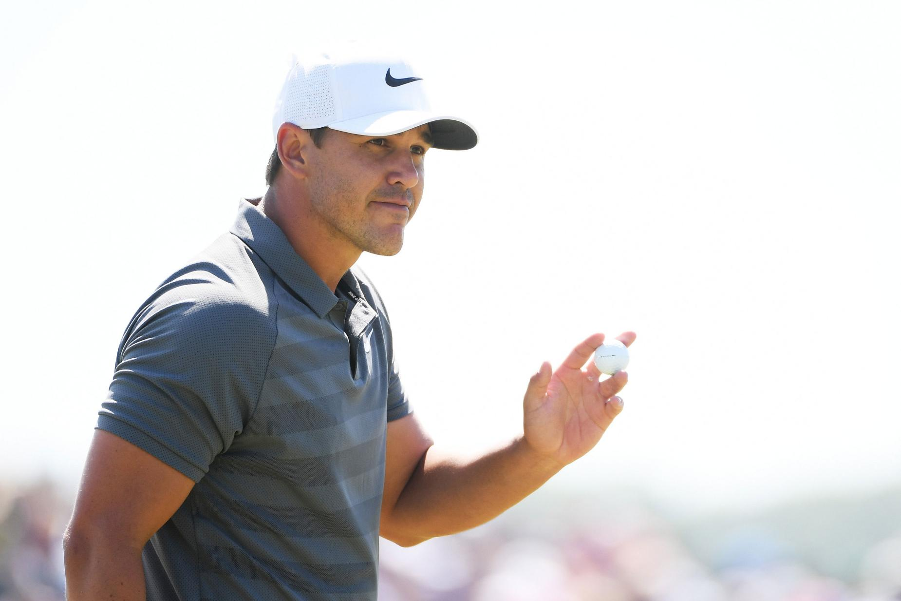 brooks-koepka-us-open-2018-sunday-waving.jpg