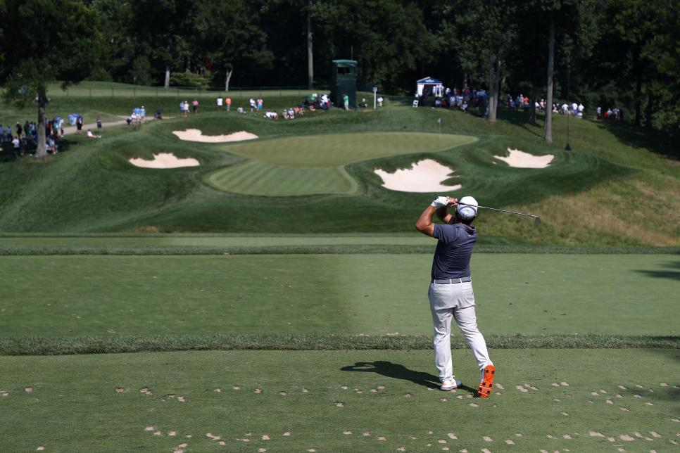 francesco-molinari-quicken-loans-2018-small-crowd-sunday.jpg