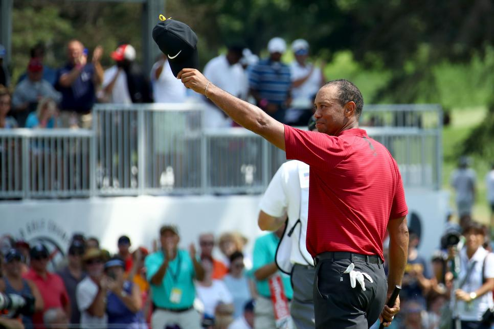 tiger-woods-2018-wgc-bridgestone-sunday-salute-crowd.jpg