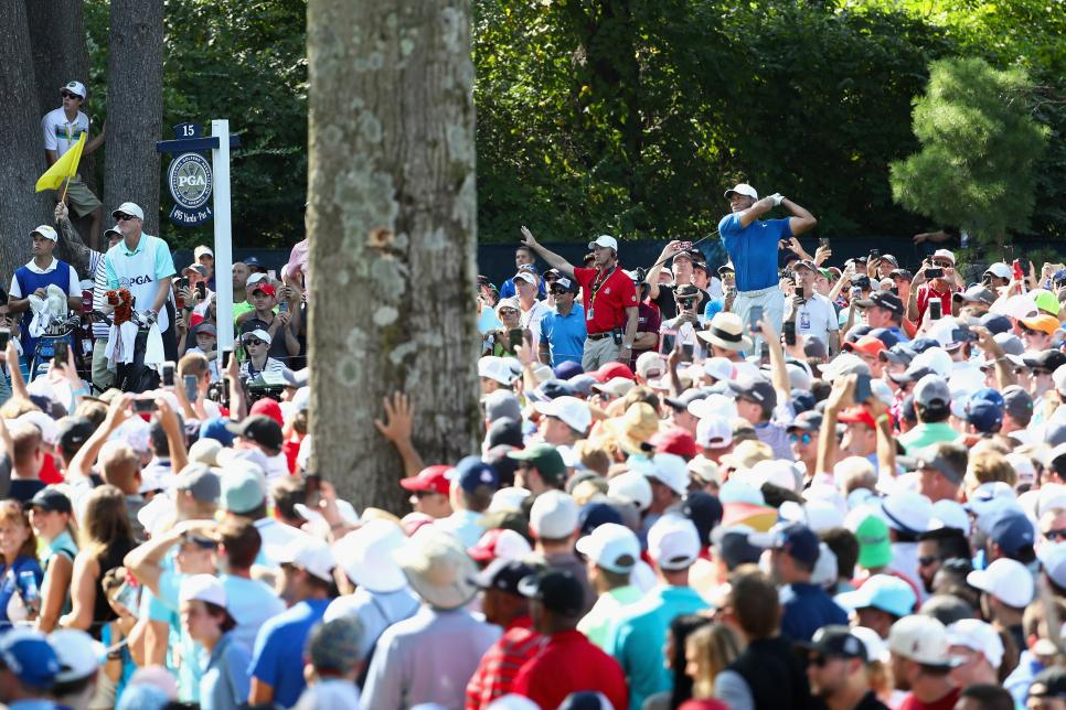 tiger-woods-pga-championship-2018-big-crowd.jpg