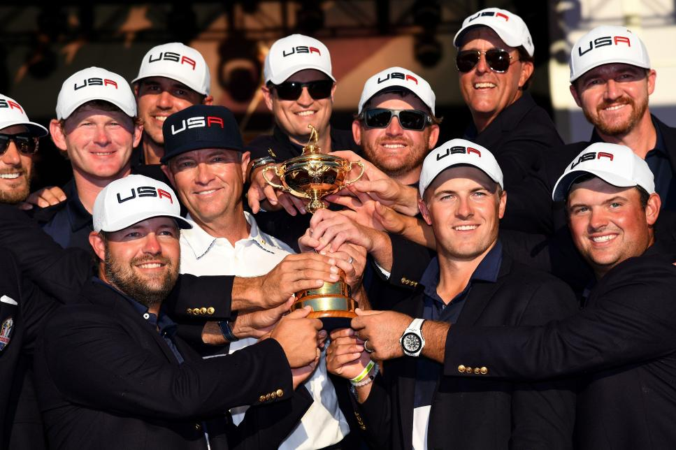 victorious-ryder-cup-us-team-2016-closing-ceremony.jpg