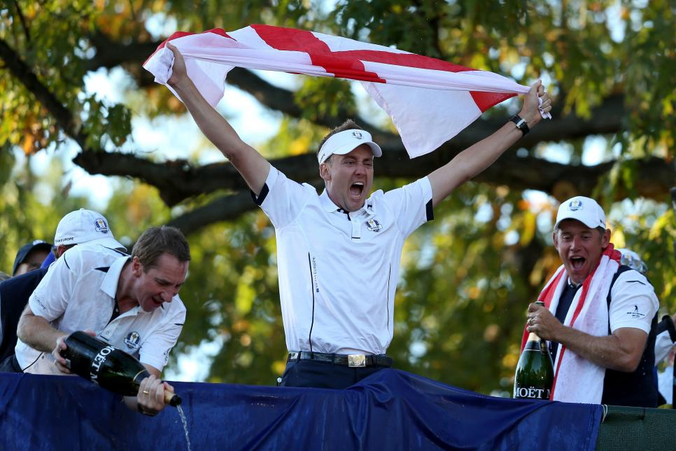 ryder-cup-moments-2012-poulter-celebration.jpg