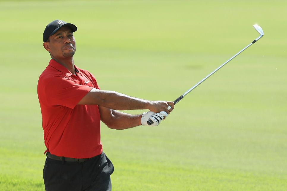 tiger-woods-tour-championship-2018-sunday-swinging.jpg