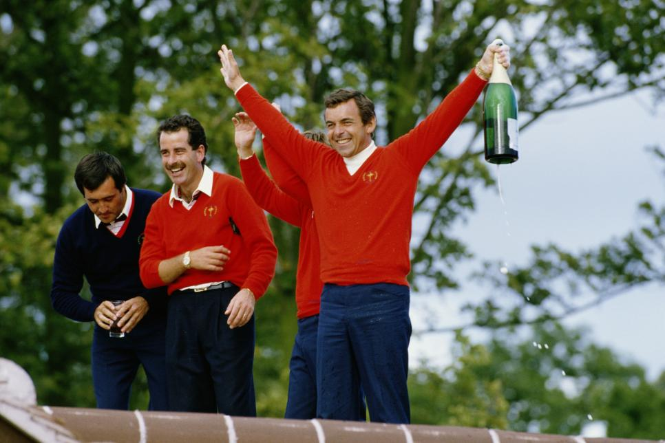 tony-jacklin-ryder-cup-1985-celebration.jpg