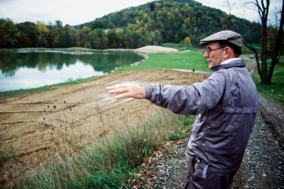 Pete-Dye-at-Pete-Dye-Golf-Club-early-90s.jpg