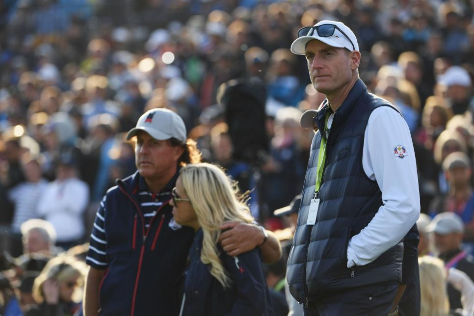 jim-furyk-ryder-cup-2018-friday-disappointed.jpg