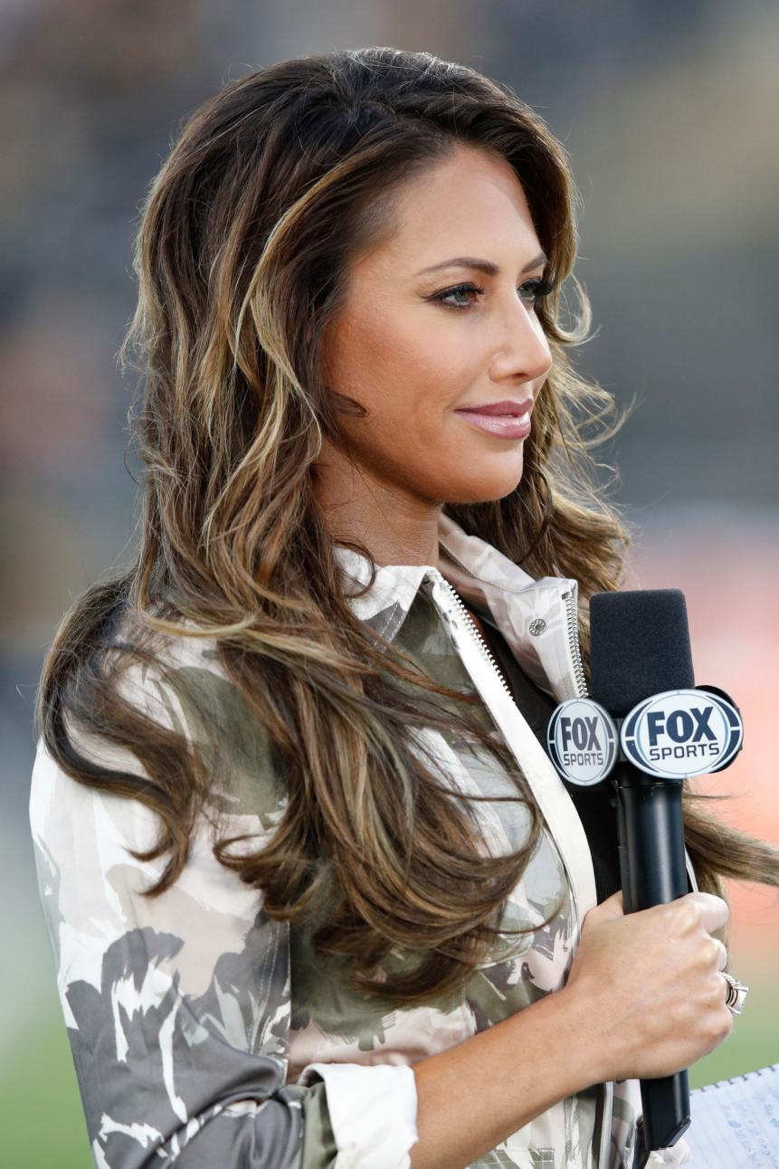 holly-sonders-fox-sports-college-football-game-reporting-2017.jpg