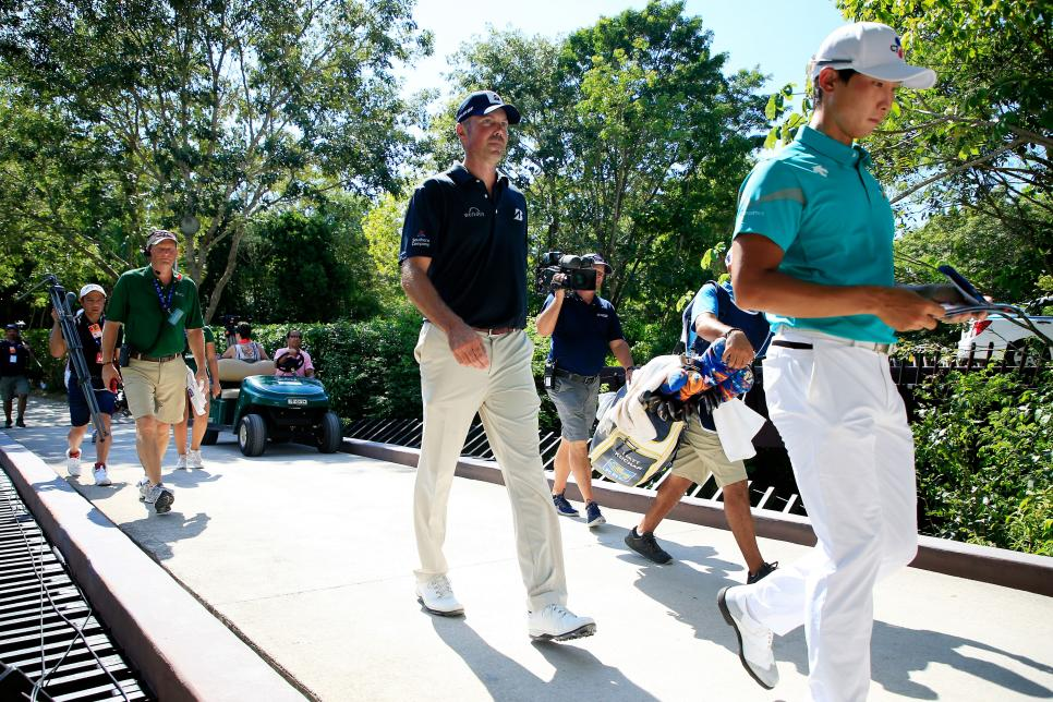 matt-kuchar-mayakoba-2018-sunday-walking-bridge.jpg