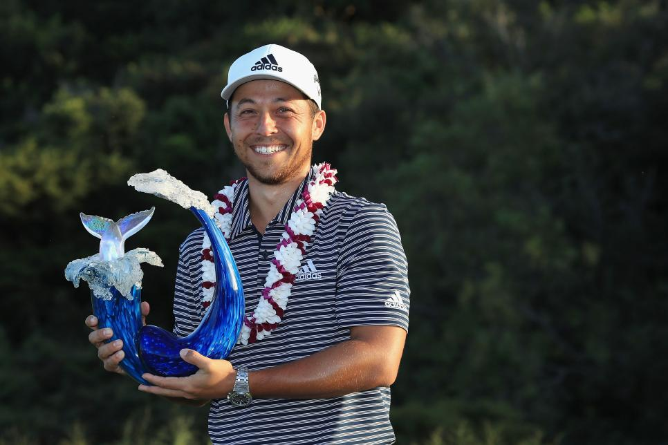 xander-schauffele-sentry-toc-sunday-2019-trophy.jpg