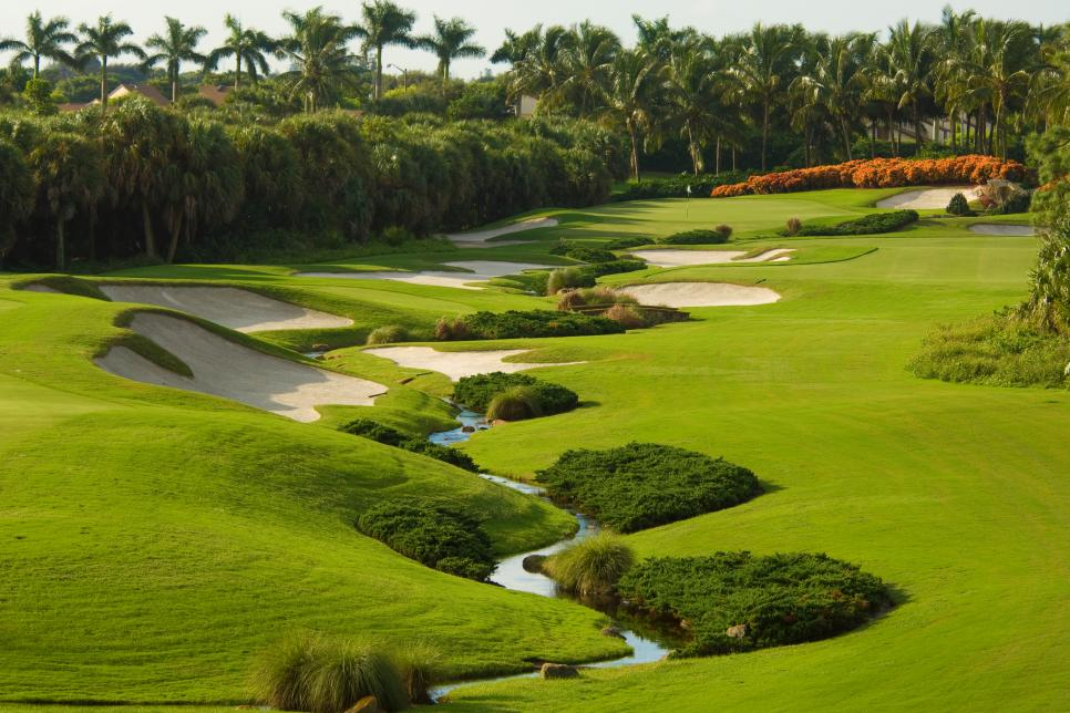 178 - Trump-International-Golf-Club West-Palm-Beach - 15th hole - par 5 on Championship course - Courtesy of Trump Organization.jpg