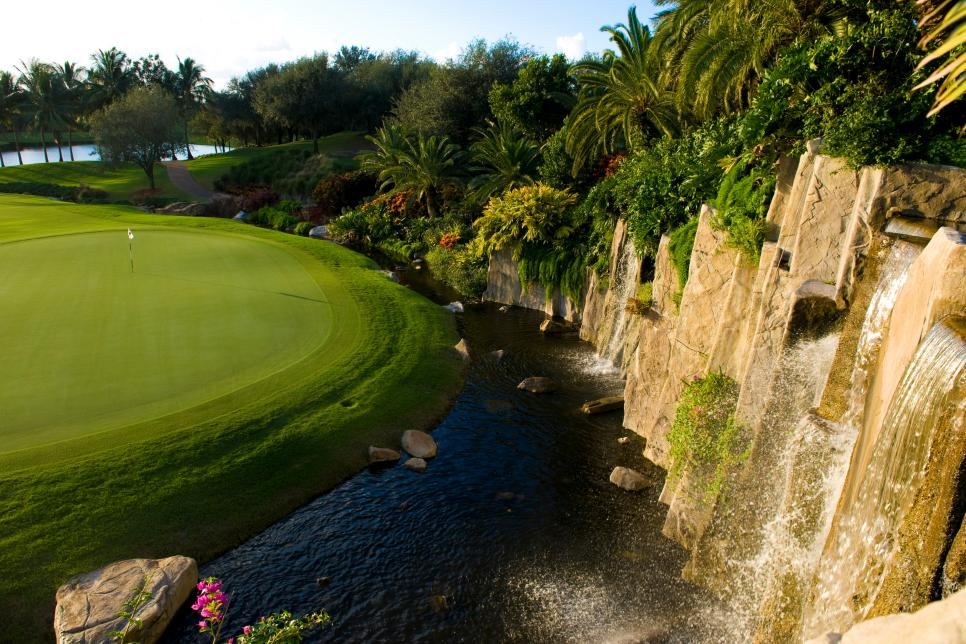 178 - Trump-International-Golf-Club West-Palm-Beach - par-4 16th hole - Courtesy of Trump Organization.jpg