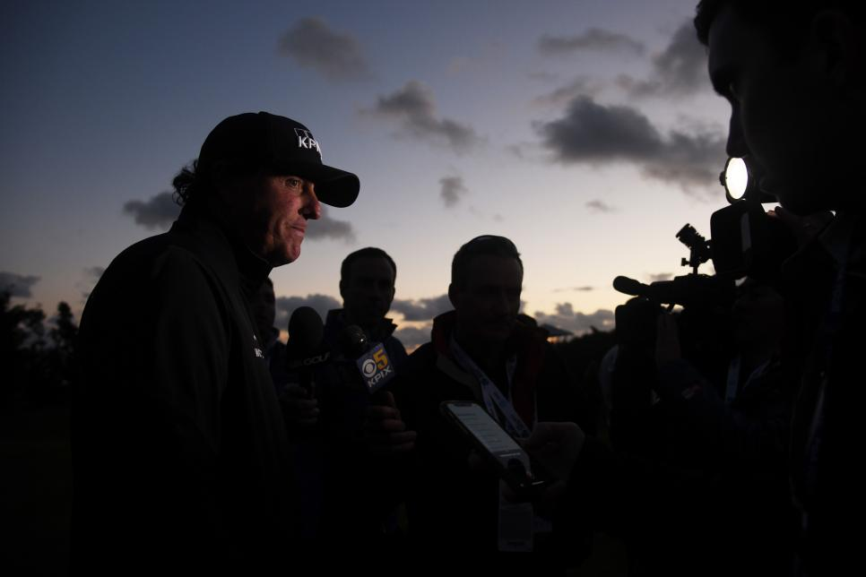 phil-mickelson-pebble-beach-17th-sunday-gloaming-interview.jpg