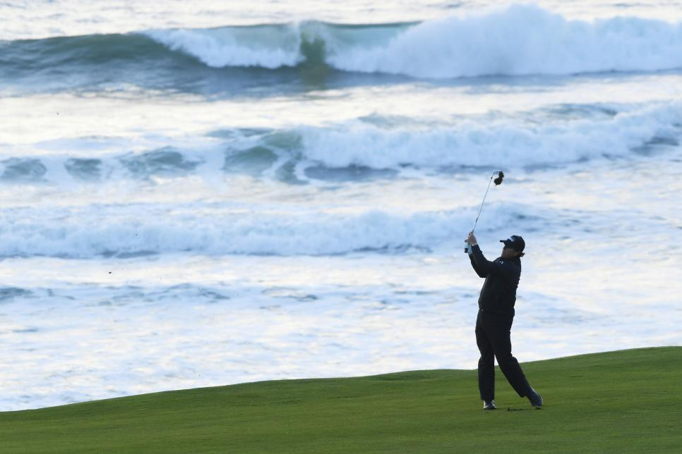 phil-mickelson-pebble-beach-sunday-2019-pacific-background-swinging.jpg