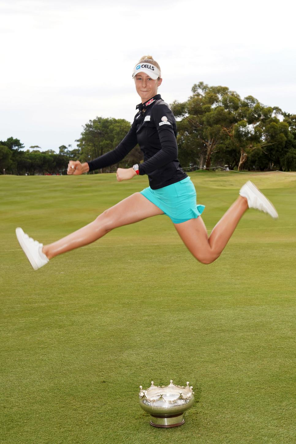 nelly-korda-australian-open-2019-sunday-scissor-kick-trophy.jpg