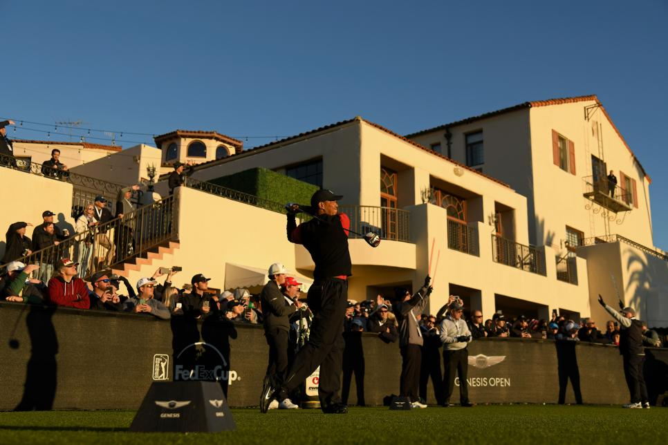 tiger-woods-genesis-open-2019-sunday-tee-shot-clubhouse-riviera.jpg