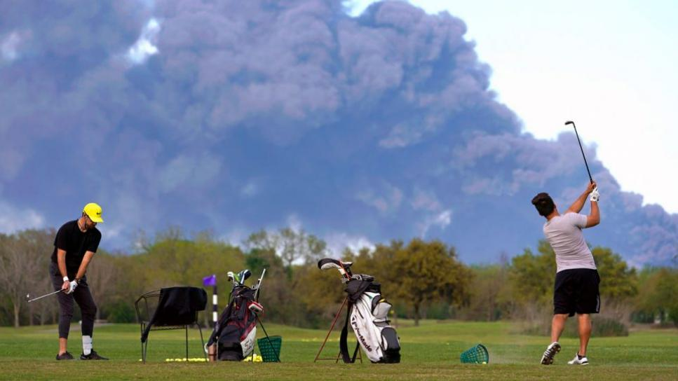 chemical-fire-houston-golfers-960x540.jpg