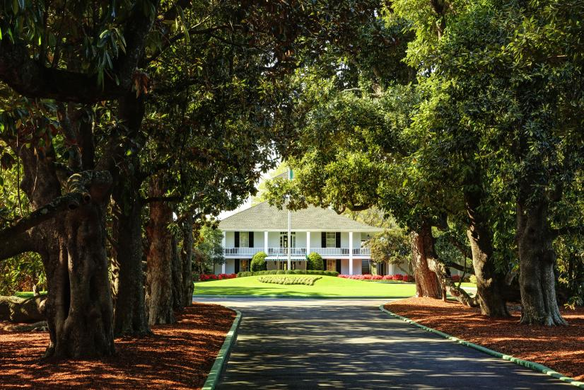 1st-time-playing-augusta-clubhouse-magnolia-lane.jpg