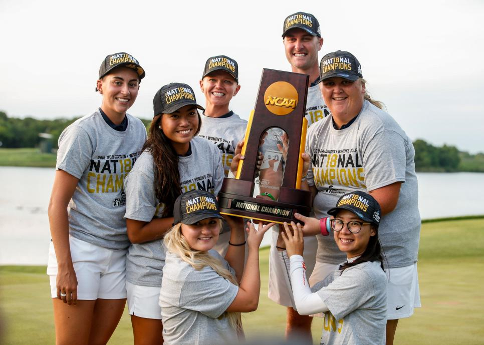 arizona-women-ncaa-championship-2018-trophy.jpg