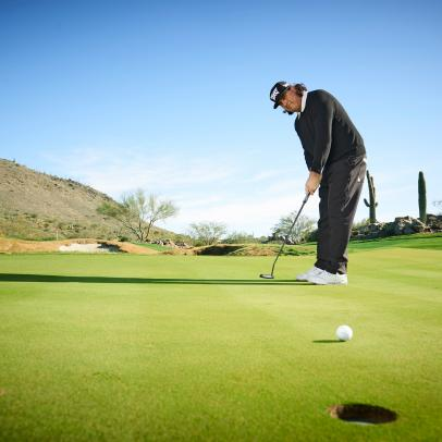 Try Pat Perez's simple test to see if you can spot the line of the putt