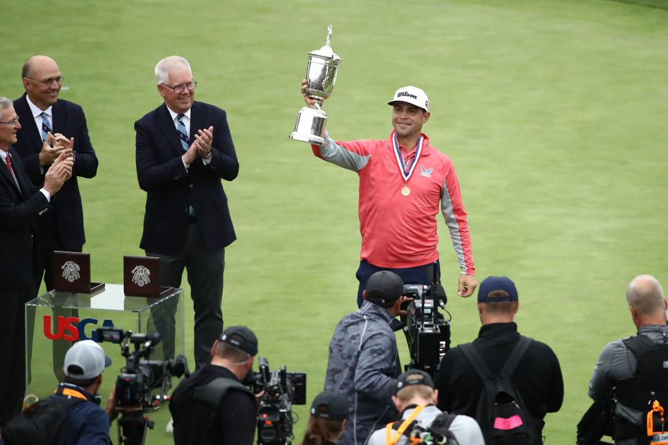 gary-woodland-us-open-2019-sunday-trophy-presentation.jpg