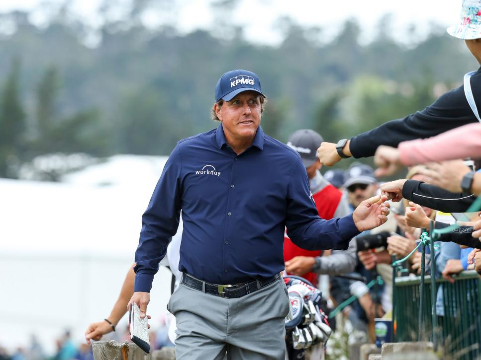 phil-mickelson-us-open-2019-pebble-crowds-high-fives.jpg