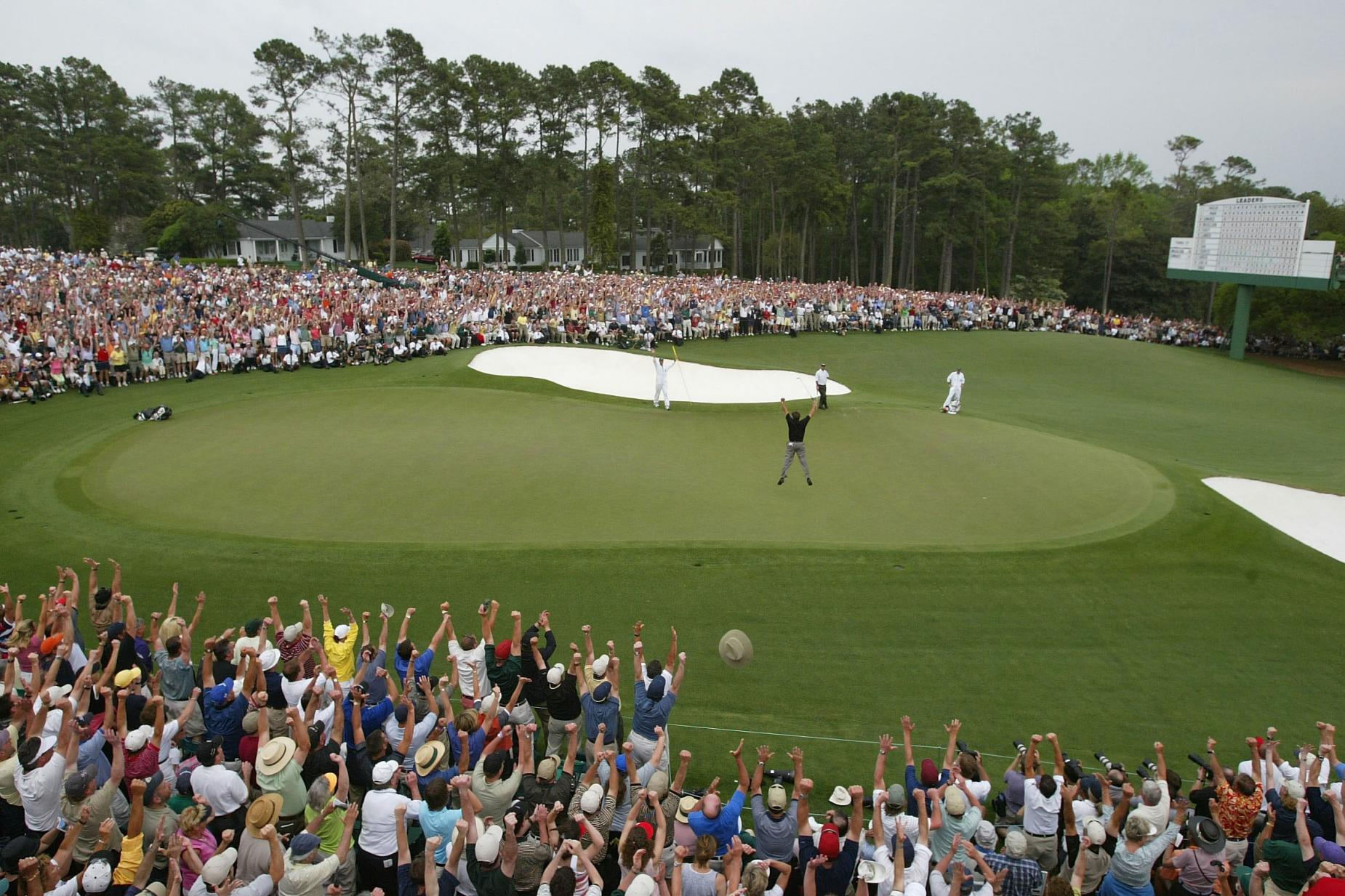 phil-mickelson-2004-masters-leap-18th-wide-shot.jpg