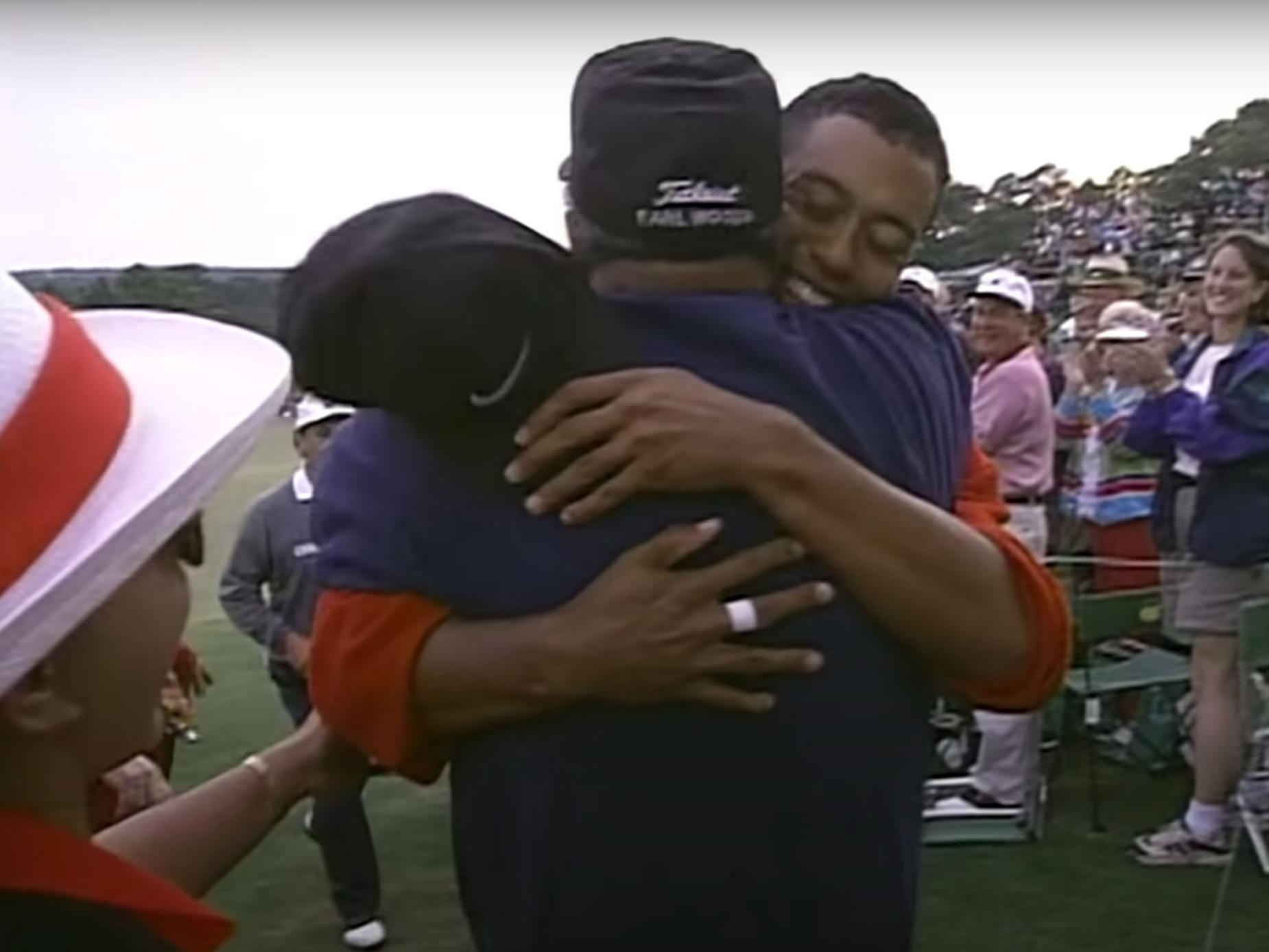 masters-defining-moments-tiger-earl-hug-1997.jpg