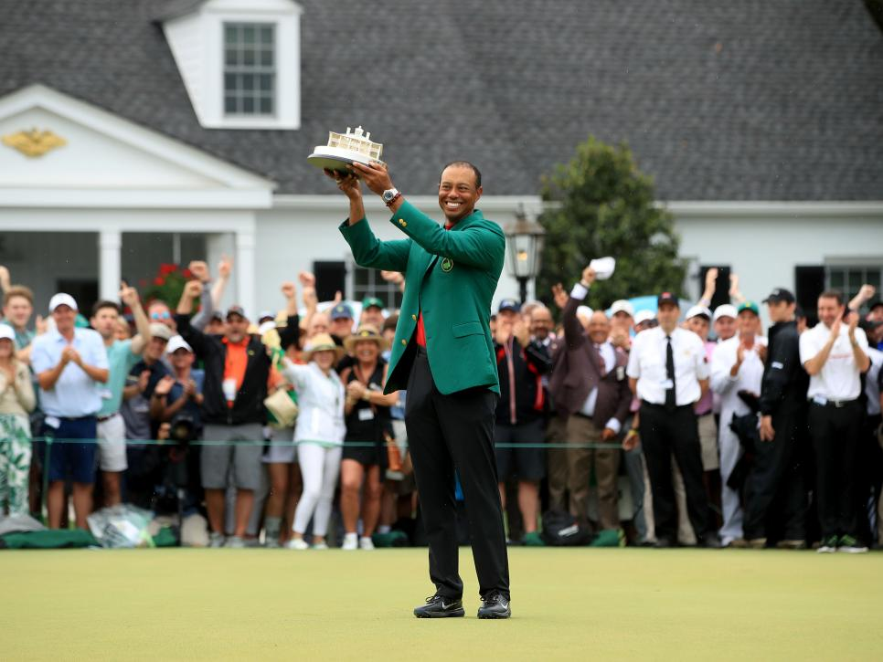 Tiger-woods-2019-masters-trophy-prize-ceremony