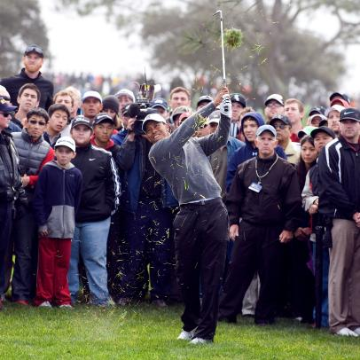 How Tiger Woods stays locked on his target when hitting through crowds