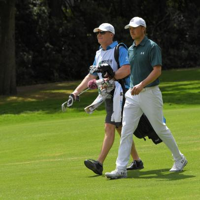 Jordan Spieth's dad committed the cardinal sin of caddieing, but it worked out OK