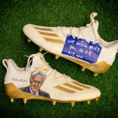 Adam Thielen's Alex Trebek tribute cleats will punch your feels right in the gut