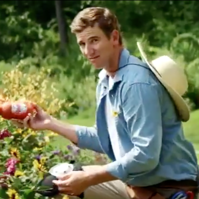 Does this Frank's Red Hot commercial prove Eli was actually the funny Manning brother all along?