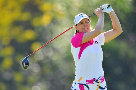 An incorrect ruling cost Annika Sorenstam a stroke in her LPGA return, but she makes the cut anyway